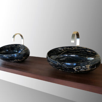 SIZE DIFFERENCE: GONG SMALL - LEFT. GONG LARGE - RIGHT