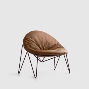 LOUNGE CHAIR WITH LEATHER CUSHION